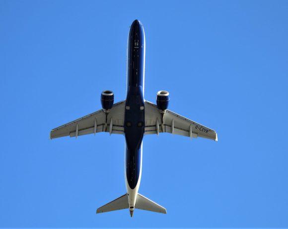 BA CityFlyer Embraer E190SR stoupá z londýnského letiště City (foto Cityswift Ireland)