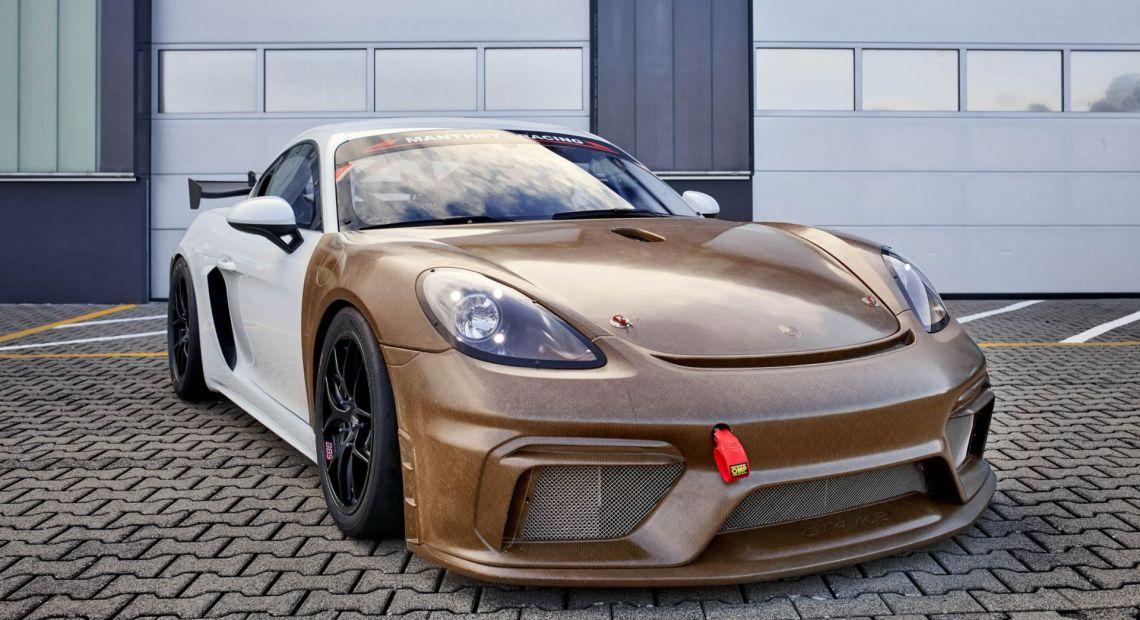 Udržitelnou alternativou k uhlíkovým vláknům je materiál Amplitex od švýcarské společnosti Bcomp. Porsche ho testuje u svých závodních aut. (foto Porsche)