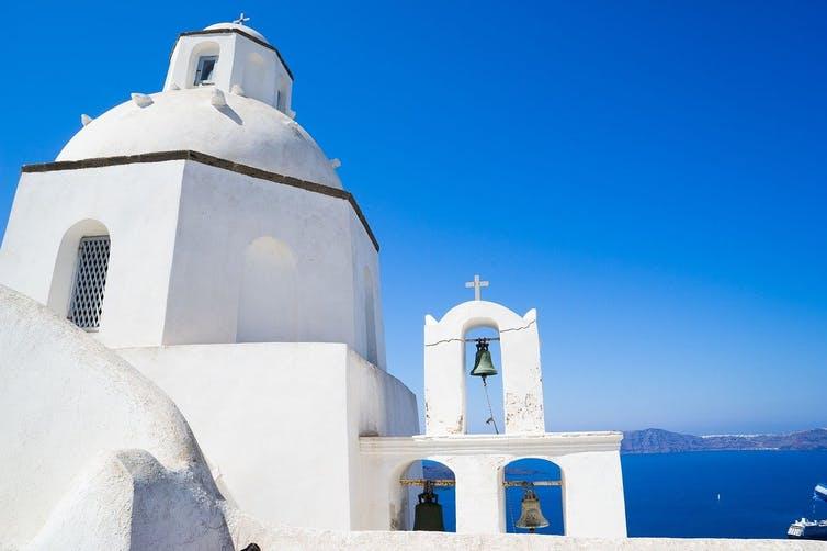 Bílé budovy v Řecku (foto Judith Scharnowski)