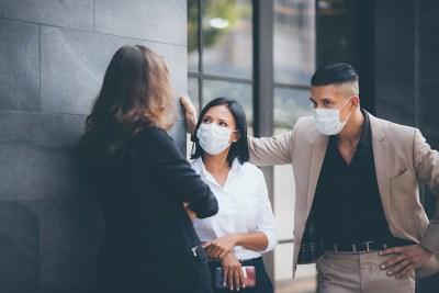 employés avec masques