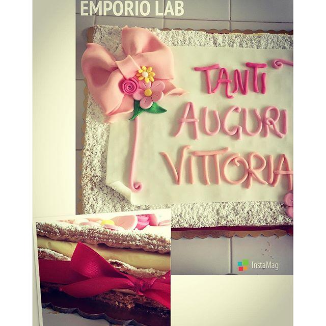Non solo pasta di zucchero!!! Millefoglie crema chantilly e gocce di cioccolato... #cake #italiancake #tradizione #rivisitazione #primocompleanno #flower #pinkbow #emporio #emporioconceptstore #emporiolab #baby #firstbirthday