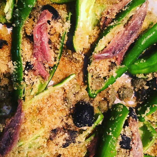 Quanto ci piacciono i frigitelli🌶🌶Direttamente dall'orto Zani nel nostro aperitivo ripieno di pangrattato capperi olive e alici🌶#emporiobrand #foodporn #food #passion  #handmade #km0 #mangiaregenuino️ #mangiareèbello
