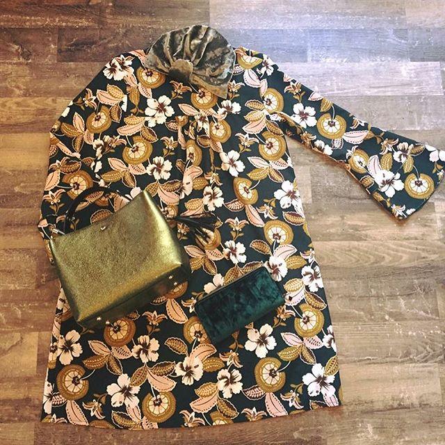 Continuiamo con gli outfit al 50🕸 Abitino floreale Miss Miss da 98€ a 49€Borsa verde glitterata da 82€ a 41€Vieni a trovarci!SOLO PER OGGI E DOMANI🕸#emporiobrand #outfit #shopping #sale #girls #conceptstore #drinkdresslive