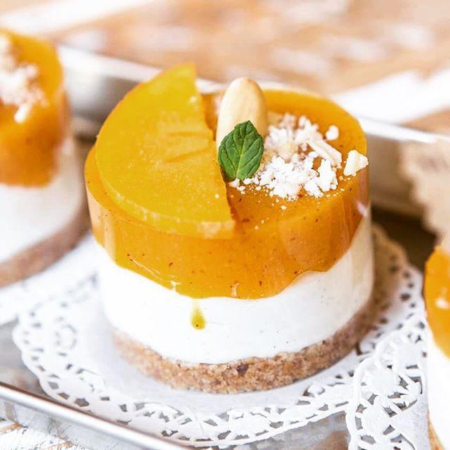 Con una colazione così la giornata prende tutta un'altra piegaCheescake al cachiUna vera delizia️Buongiorno️#emporiobrand #emporioconceptstore #food #sweet #cake #fruit #lab #pasticceria #patisserie #handmadewithlove #colazionesana