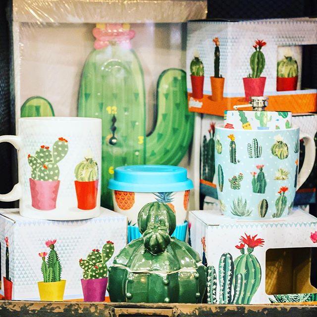 Vi piacciono i cactus?A noi Girls tantissimo...Non potevamo non trovare qualcosina di originale quindi da proporvi per i vostri regali di Natale...Tazze, orologi, borraccie...e tanto altro...Vi aspettiamo in store per farvi venire qualche simpatica idea per i vostri pensierini natalizi...da OGGI ORARIO CONTUINUATO!#emporiobrand #drinkdresslive #conceptstore #regalidinatale #xmas #store #tazze #cactus #orologi #ideeoriginali