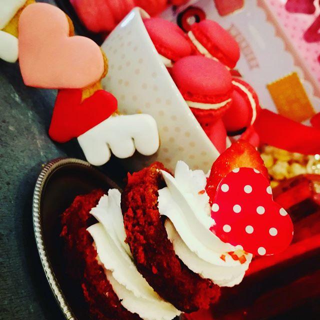 Buongiorno️Work in progress per San ValentinoEcco a voi due fantastichee dolcissime idee regalo per stupire la vostra metàLa romantica Res Velvet e la deliziosa Mini Sacher️️Prenota subito il tuo regalo  #emporiostore #sanvalentino #handmadewithlove️