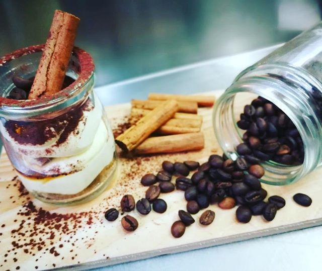 T I R A M I S U W E E K E N DCaffè e Cannella️️Vieni a trovarci in store!Sono irresistibili#emporio #conceptstore #sweet #cake #tiramisu #caffe #cannella #lab #pasticceria #ladispoli #handmadewithlove️