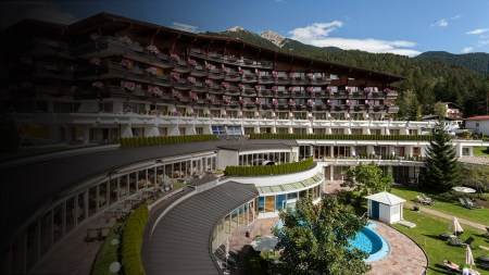 Emporium-Magazine-Krumers-Alpine-Resort-&-Spa-Austria