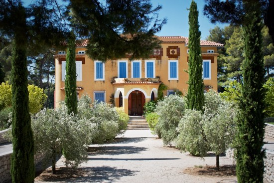 how easy is it to buy a villa in spain
