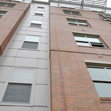 'Rustic Brick' colored Seismic Colorseal makes an inconspicuous joint sealing solution in brick facades.