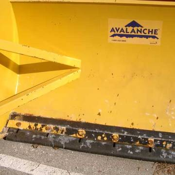 Rubber tipped snow plows extend expansion joint service life