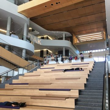 Students are able to enjoy the quiet, insulated, comfortable interior created with the help of Seismic Colorseal and Seismic Colorseal-DS Expansion Joints in the Kellogg School of Management at Northwestern University.