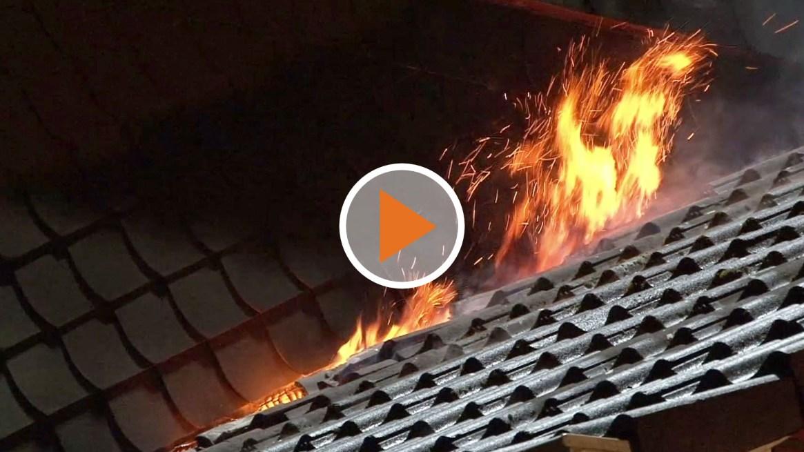 Screen_Dachstuhl in Flammen