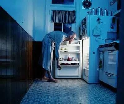 Comer tarde y rápido: los factores que contribuyen a la obesidad