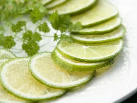 Cómo aclarar la piel con limón