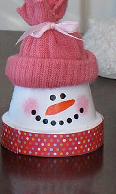Cómo hacer un simpático muñeco navideño con una maceta