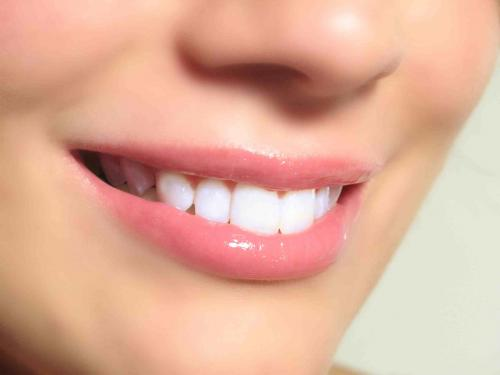 Cuidados antes, durante y después de un implante dental
