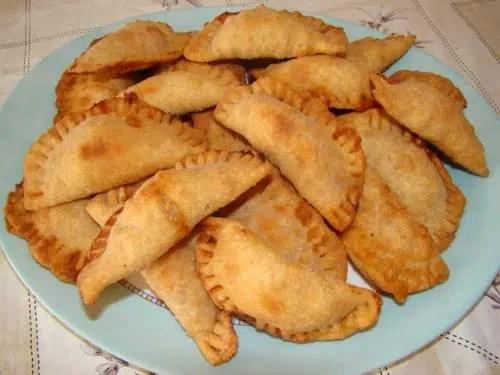 Empanadillas de atún y piñones