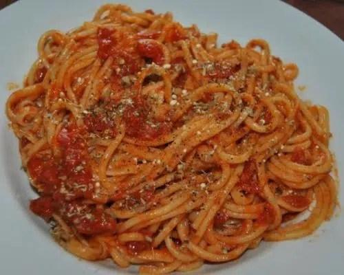 Espaguettis con salsa napolitana