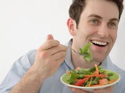 Hombres: relación entre alimentarse y el sexo