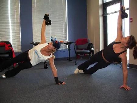 Kettlebells: nueva rutina de ejercicio con la que puedes quemar muchas calorías