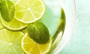 Los beneficios de beber agua de limón a diario