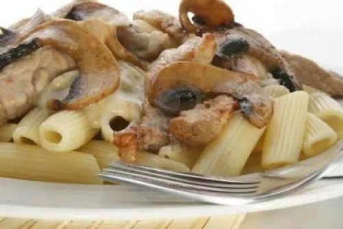 Macarrones con paté y champiñones