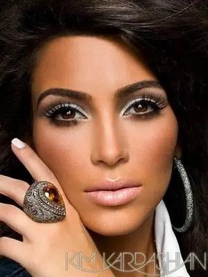Maquíllate como Kim Kardashian