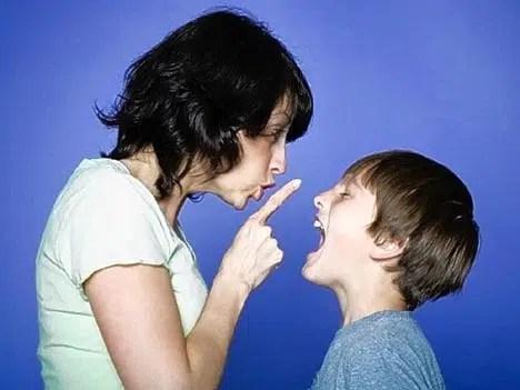Niños con actitud desafiante