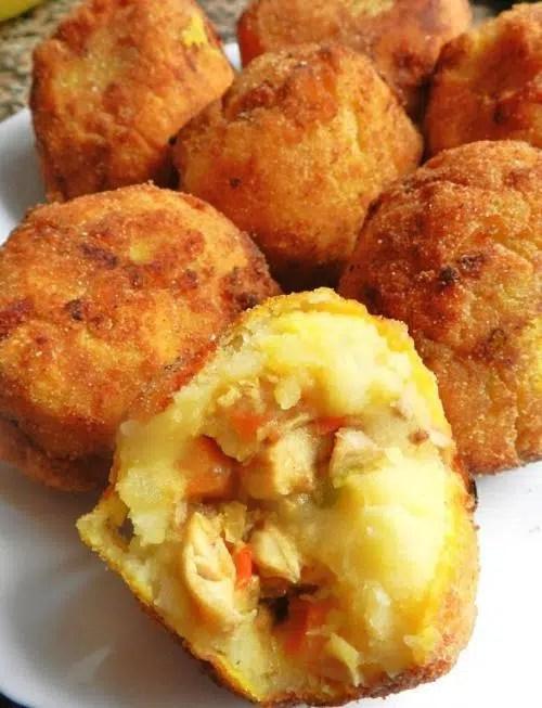 Patatas rellenas con pollo y champiñón al gratén