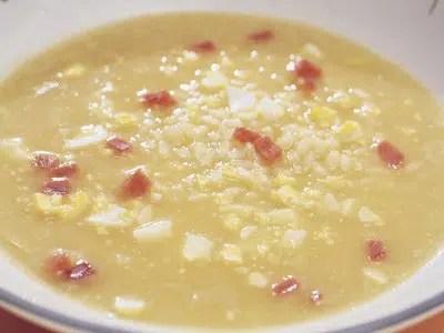 Sopa de arroz con jamón y huevo