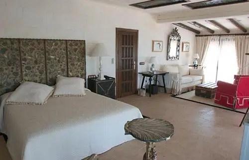 Un alojamiento en la puerta de Doñana; Hotel La Malvasía Del Rocío