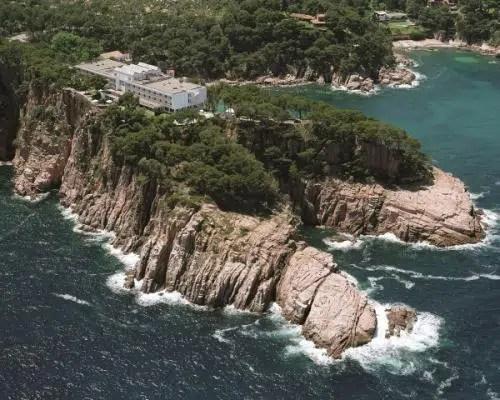Un alojamiento que penetra en el mar: el Parador Nacional de Aiguablava