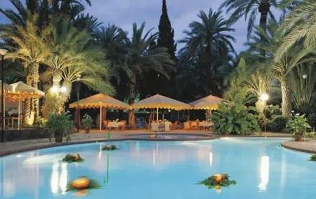 Un atractivo alojamiento entre palmeras: el Hotel Huerto del Cura