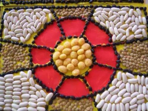 Un mosaico hecho con legumbres