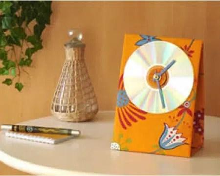 Un práctico reloj hecho con un viejo CD