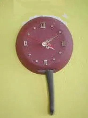Un sorprendente reloj hecho con una sartén