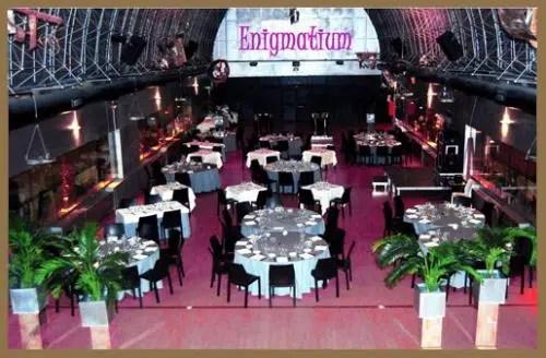 Una enigmática cena en un misterioso local: el Restaurante Enigmatium