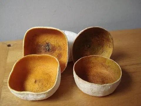 Unas originales cajas hechas con `piel de naranjas