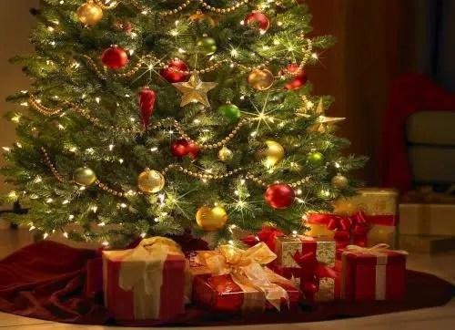 Varios looks distintos para decorar tu árbol de Navidad