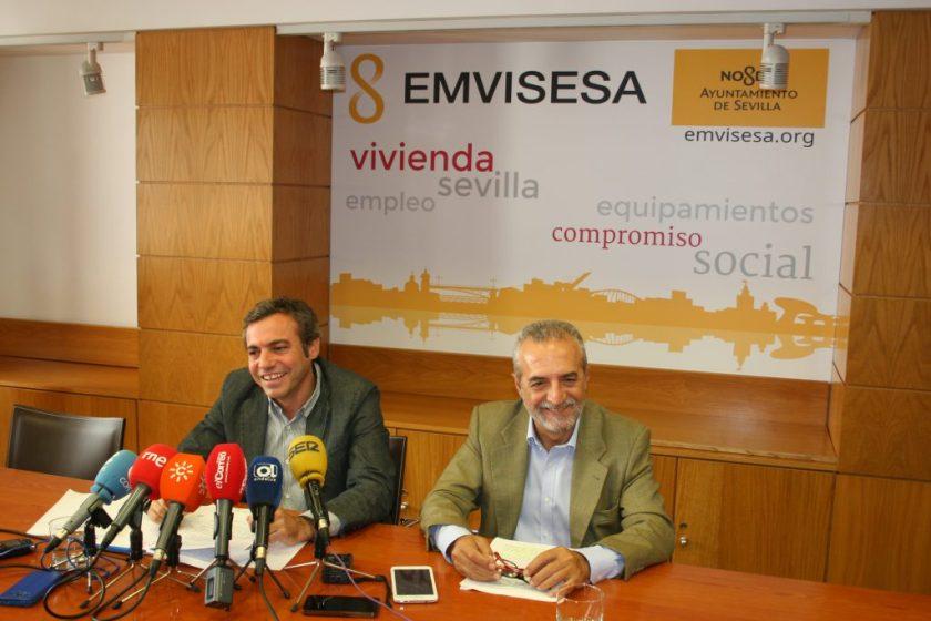Juan Manuel Flores y Felipe Castro en la rueda de prensa dedicada a la ampliación de capital de Emvisesa.