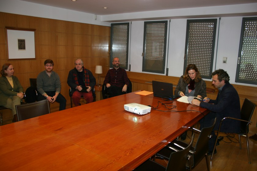 La notaria, Margarita Cano, ha celebrado el sorteo. A su izquierda, el Gerente de EMVISESA, Felipe Castro.
