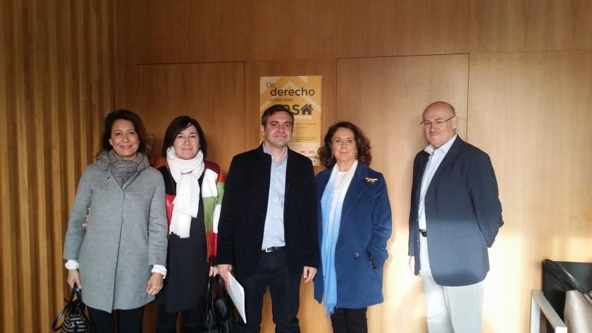 Felipe Castro, Gerente de Emvisesa, con los representantes de la Comisión Especial de Sugerencias y Reclamaciones.