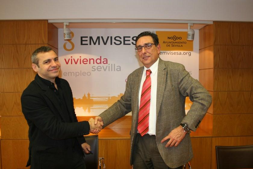 Firma del acuerdo entre Emvisesa y BuildingCenter.