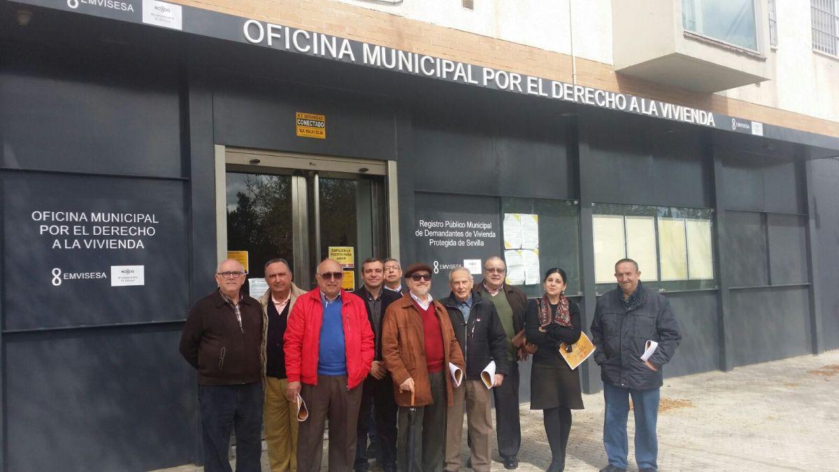 El Consejo Municipal de Personas Mayores visita la Oficina Municipal por el Derecho a la Vivienda.