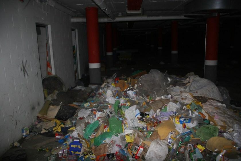 Interior del garaje antes de la intervención de Emvisesa.
