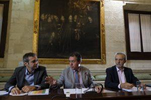 Juan Espadas, Juan Manuel Flores y Felipe Castro en la presentación de la Estrategia de Ampliación Urgente del Parque Público de Viviendas.