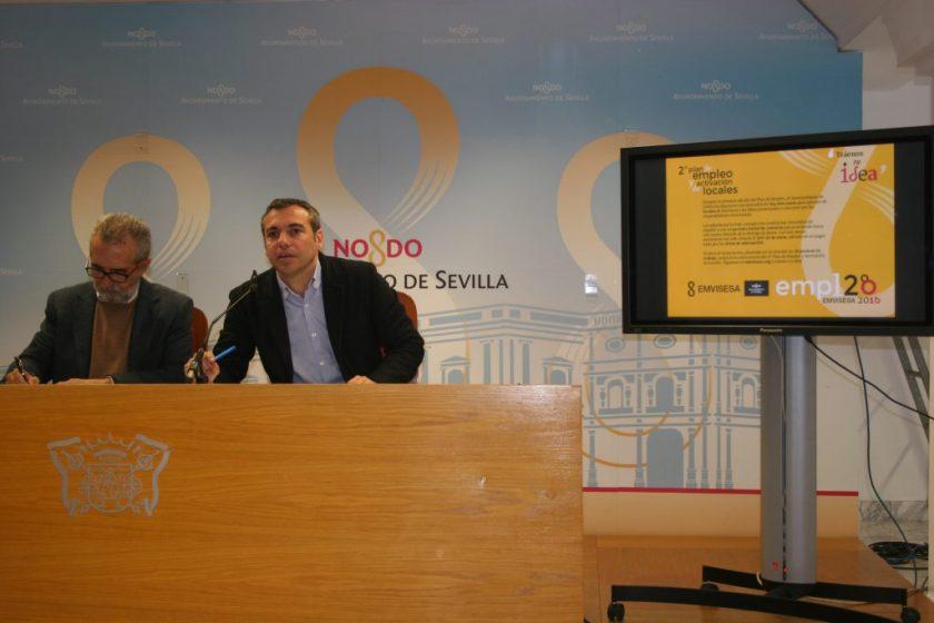 Juan Manuel Flores y Felipe Castro durante la rueda de prensa en la que han presentado el 2ª Plan de Empleo.
