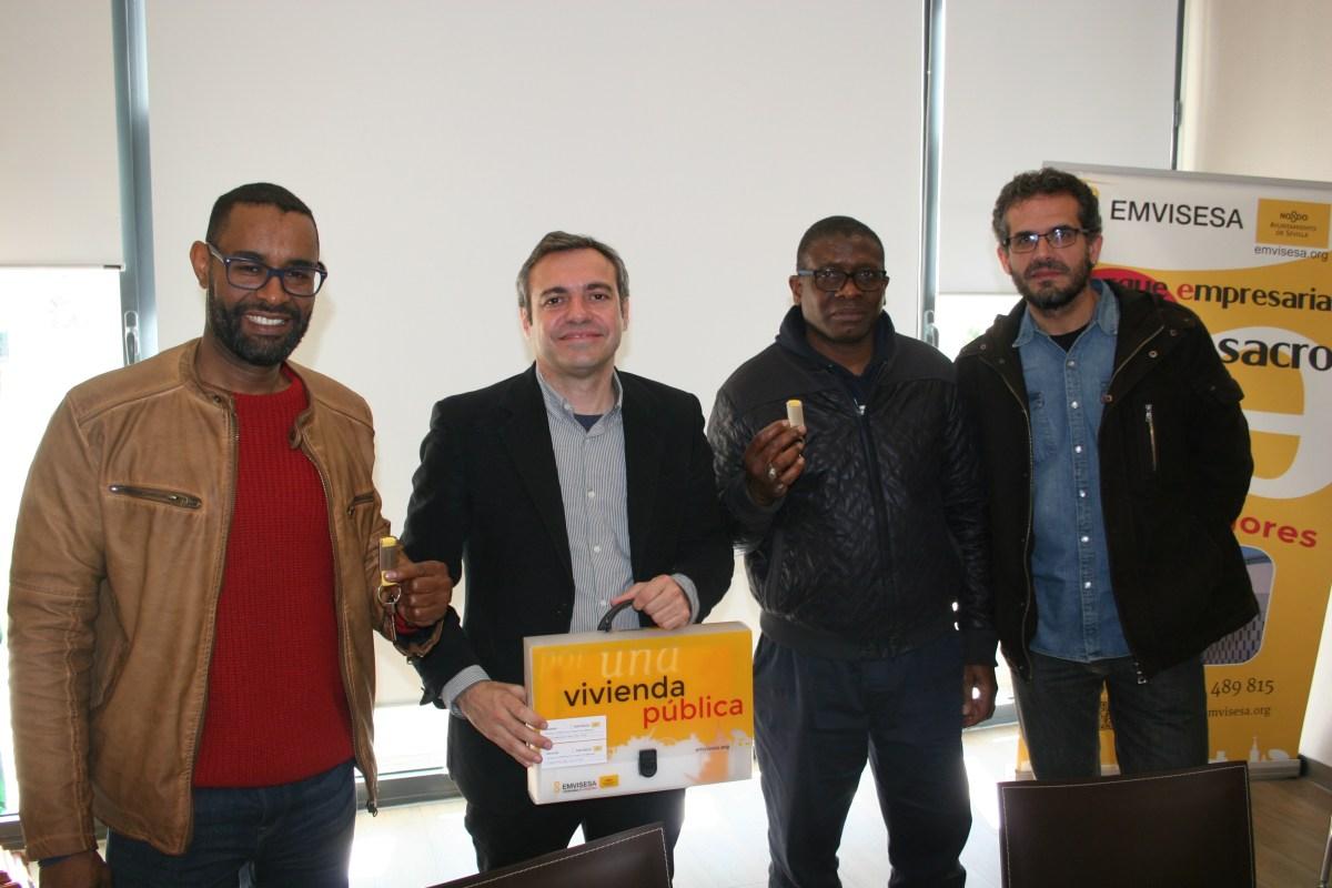 """Emvisesa entrega las llaves de dos viviendas a la Fundación Cepaim el """"Día Internacional contra el Racismo"""""""