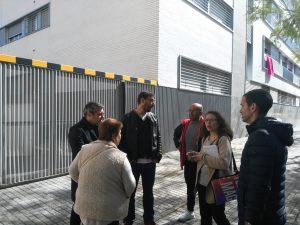 Felipe Castro, gerente de Emvisesa, junto con varios técnicos de la Empresa, se desplazó a la promoción afectada durante la mañana del lunes 16.